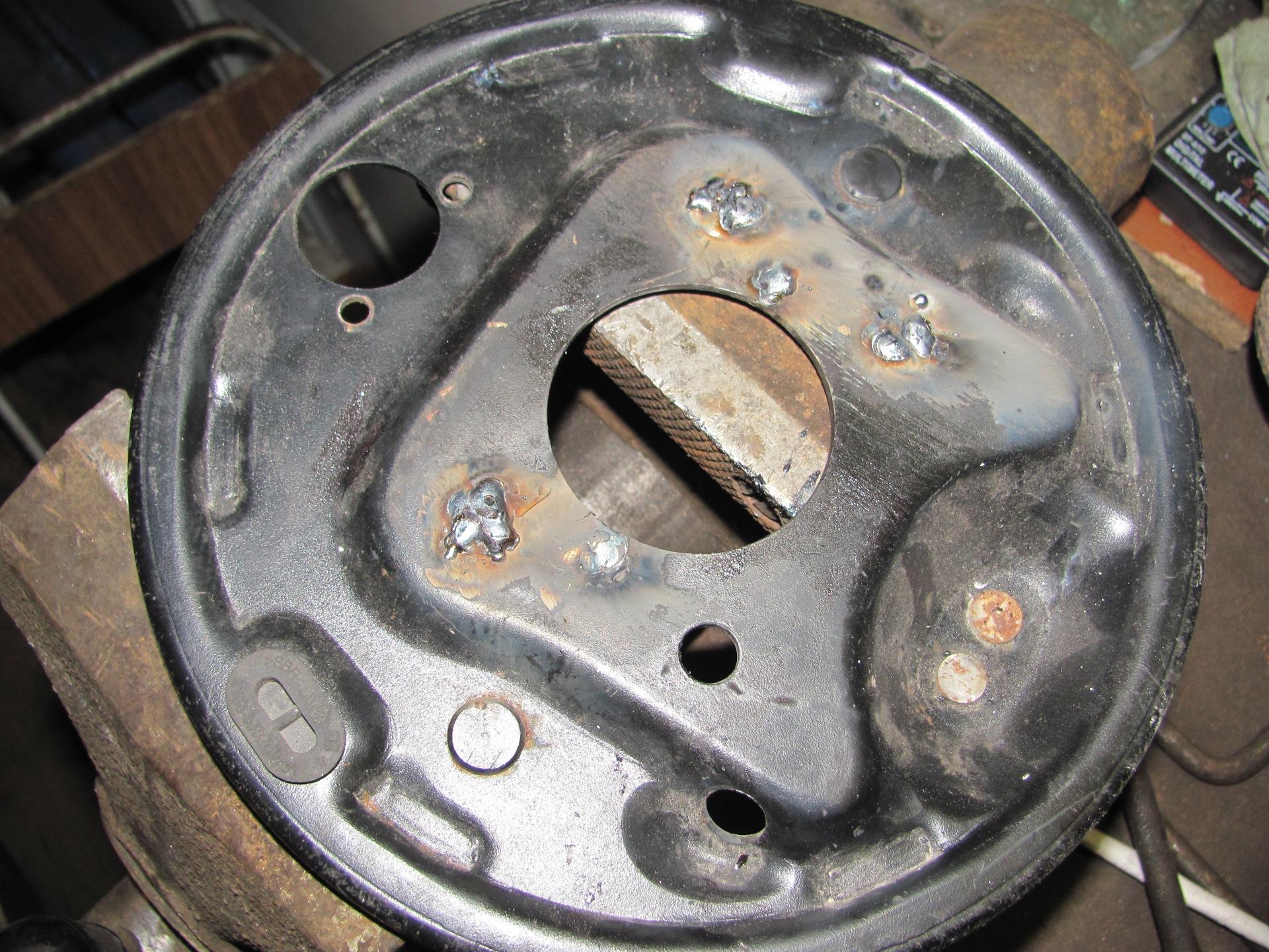 Одно колесо отрмозит раньше остальных