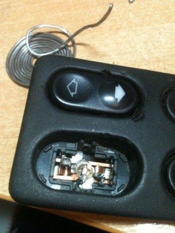 Фото №1 - ремонт кнопки стеклоподъемника ВАЗ 2110