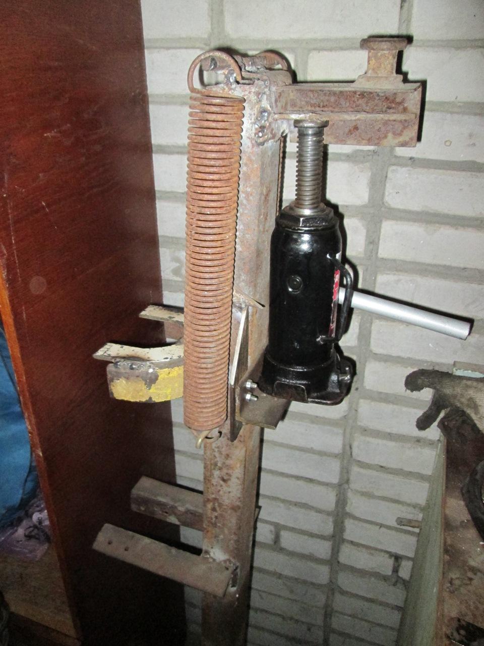 Стяжка пружин из домкрата своими руками фото