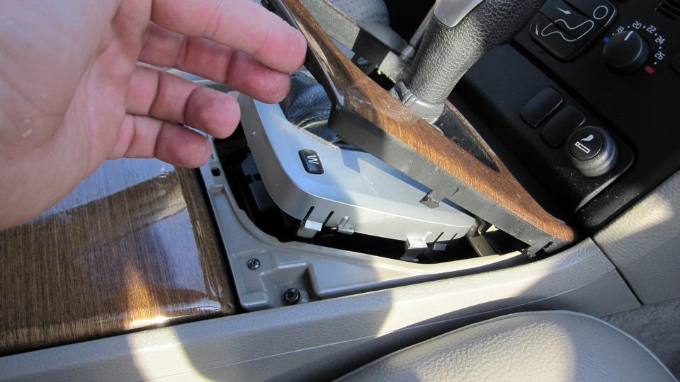Внимание - при снятии кпп, не повредите пластиковую шестерню привода этого датчика