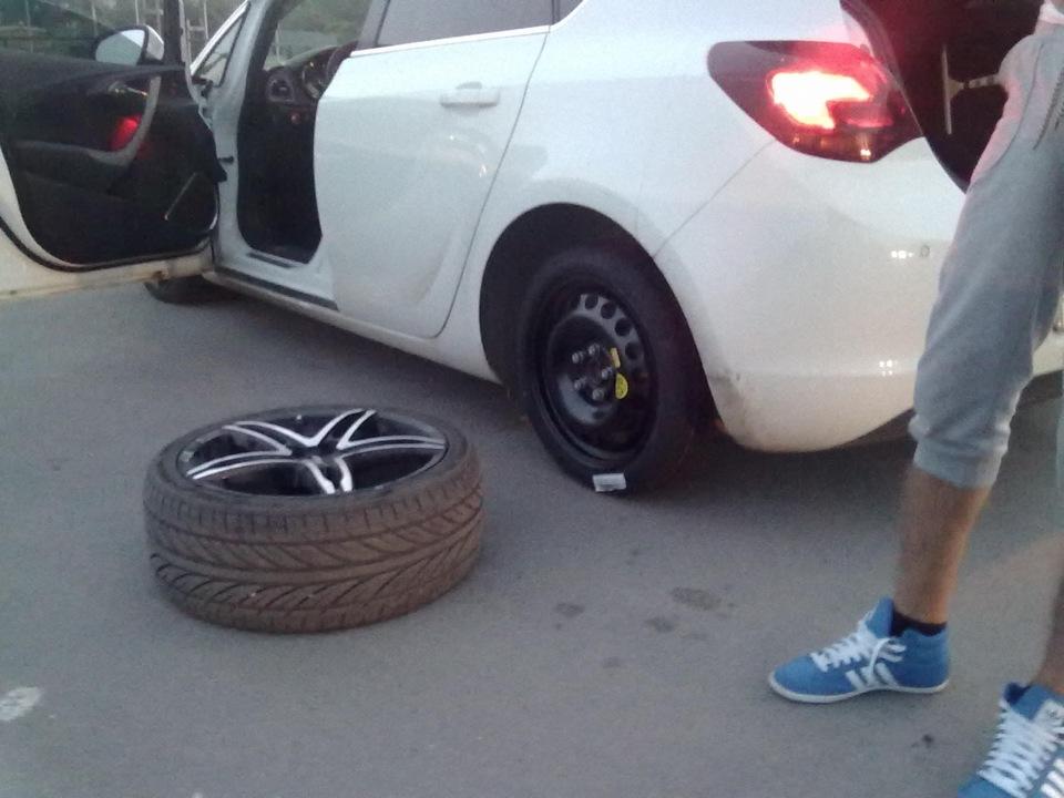 видите, пробил колесо демотиватор специалист