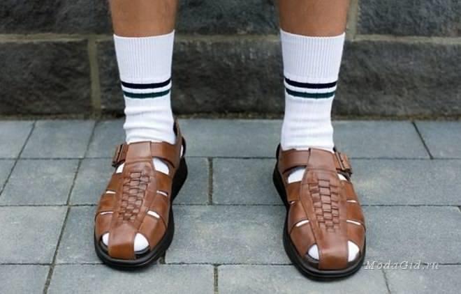 Как носить туфли и сандалии с носками: 6 трендовых образов звезд картинки