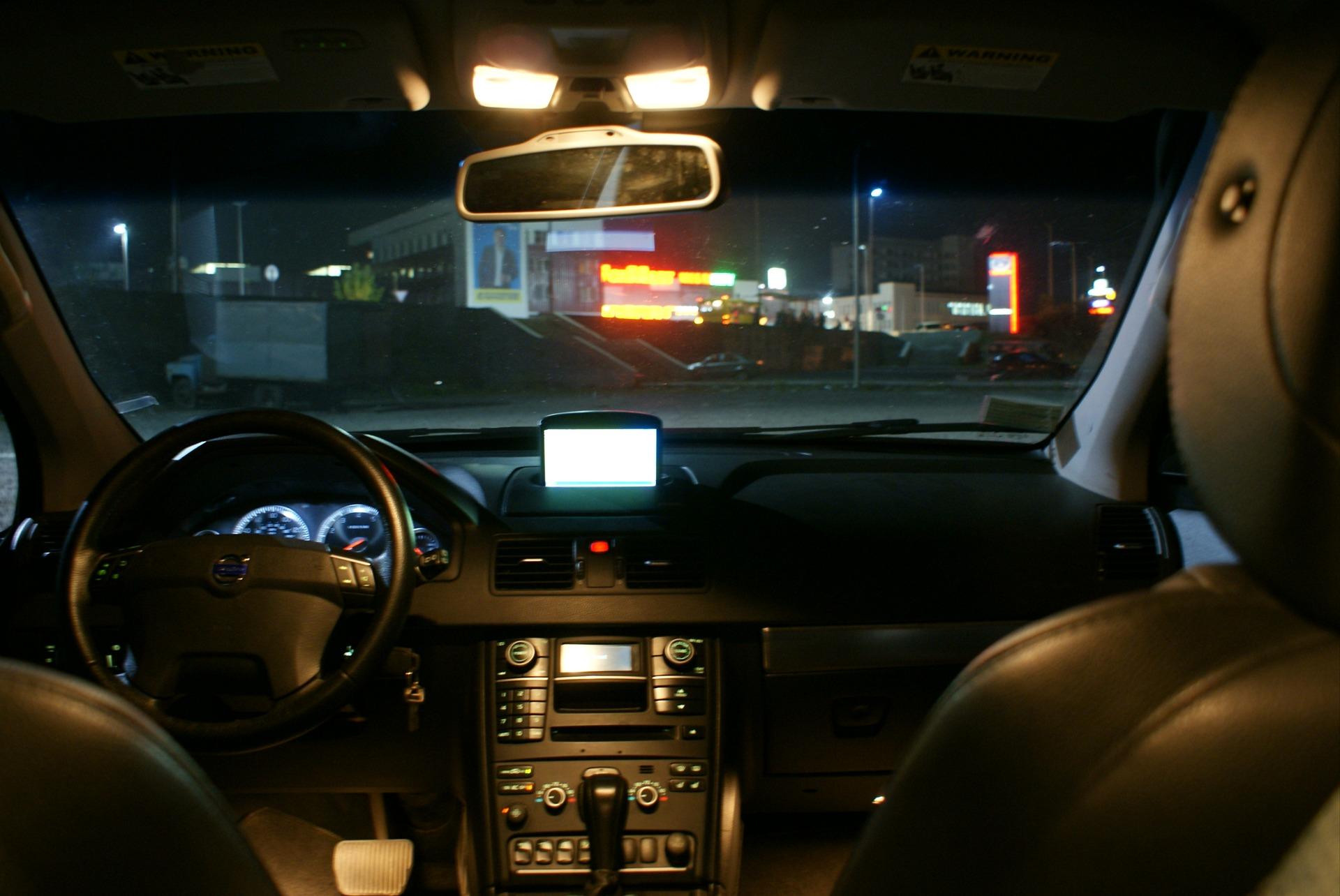 Картинка салона машины ночью