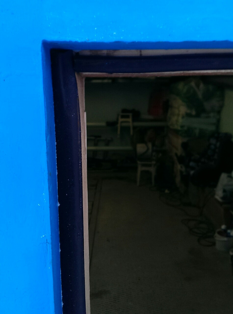 Как закрыть щели на воротах в гараже