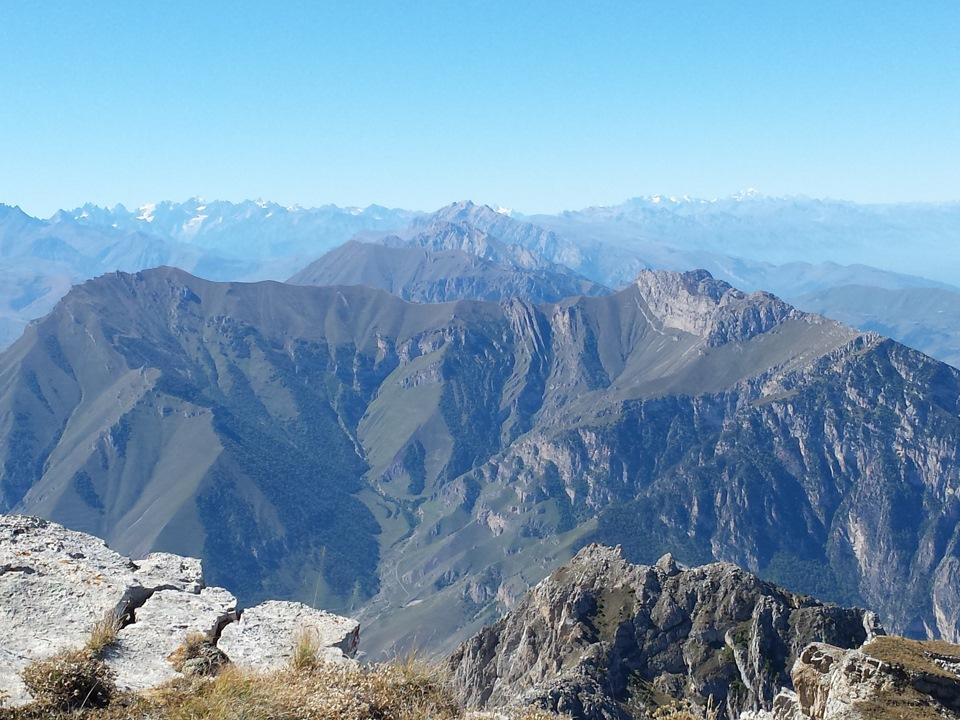Столовая гора Осетия - вид на окрестности с вершины