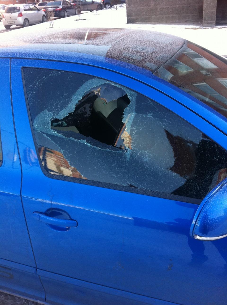 Выбили стекла и украли документы