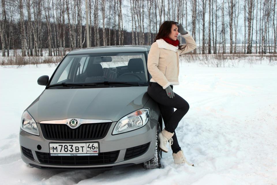 Девушки с aвто зимой фото