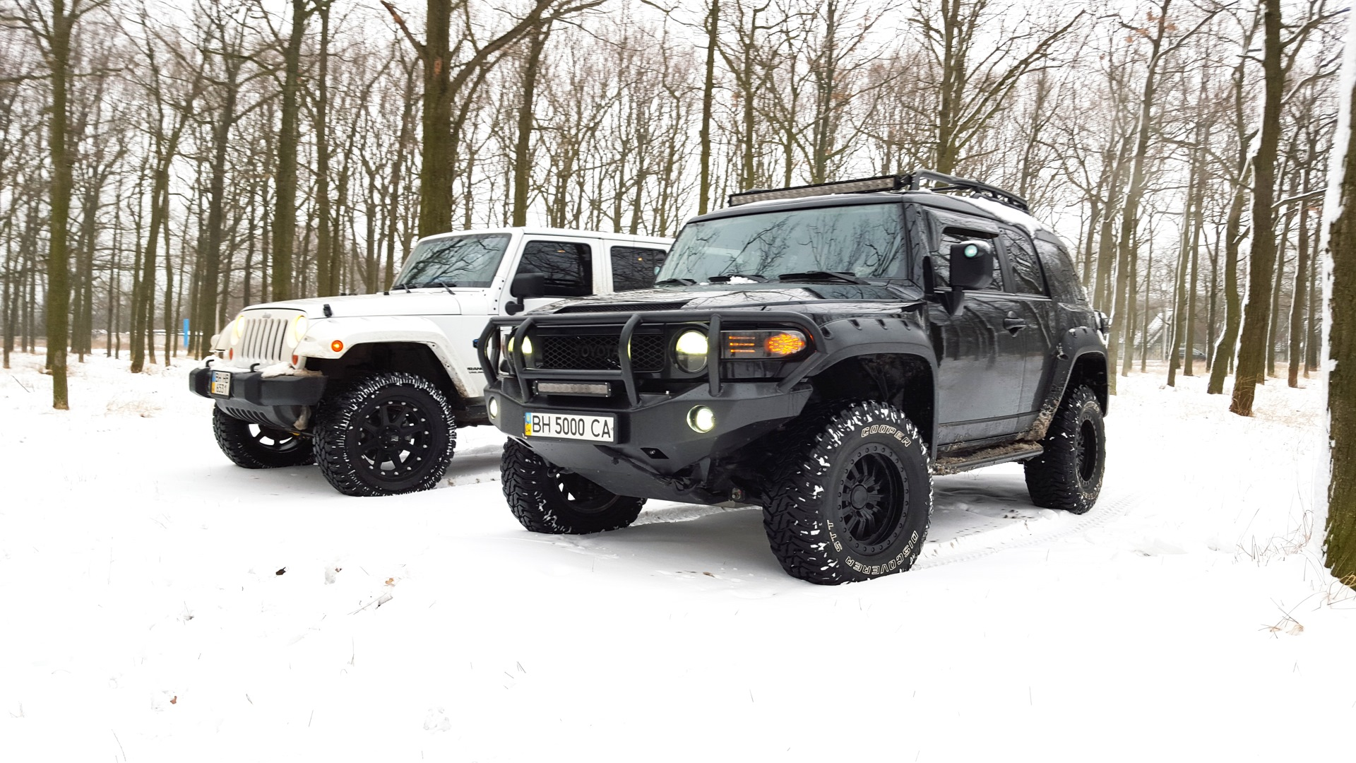 toyota fj cruiser vs jeep wrangler rubicon. Black Bedroom Furniture Sets. Home Design Ideas