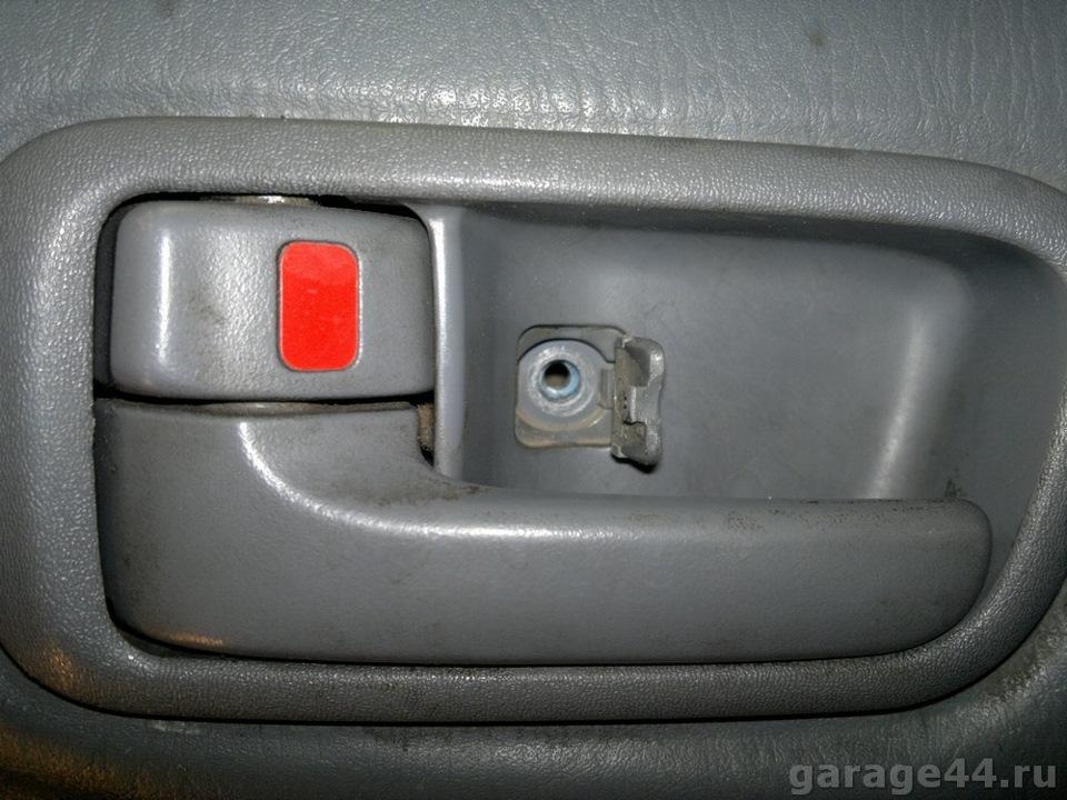 снятие обшивки двери багажника тоета рав 4