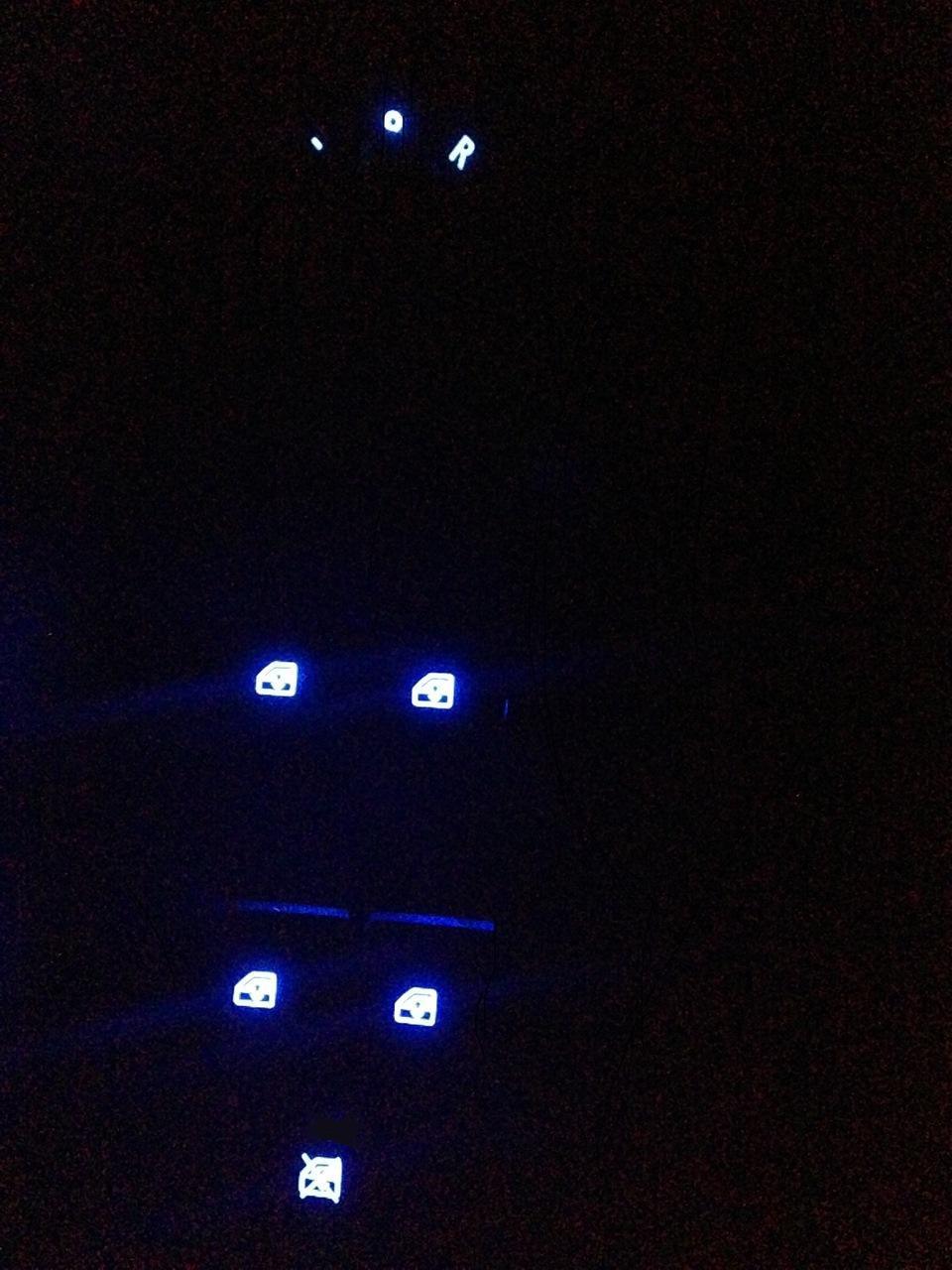 есть ли в chevrolet aveo подсветка стеклоподъемников