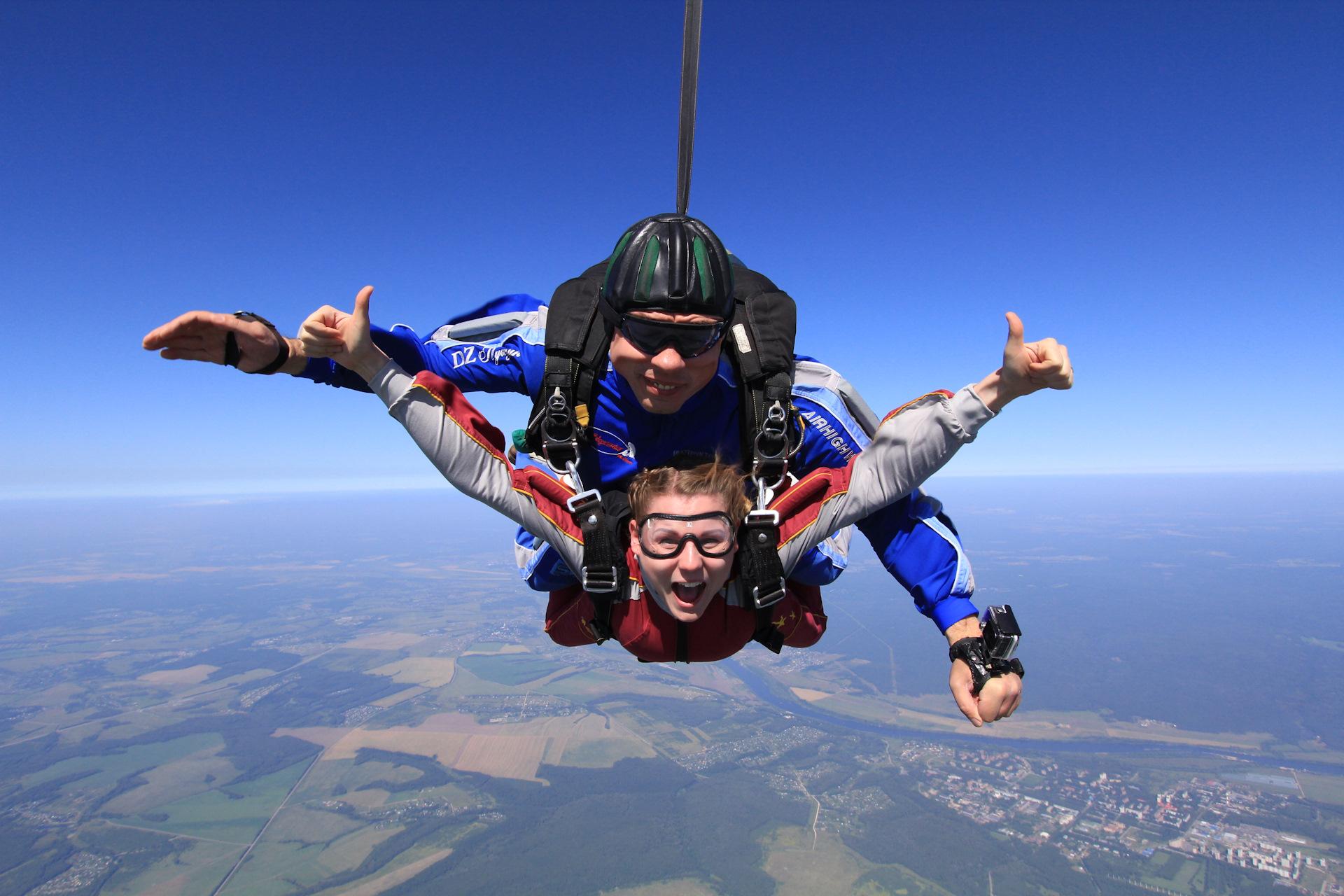 наша забавная фото прыжков с парашютом летом столкнулась