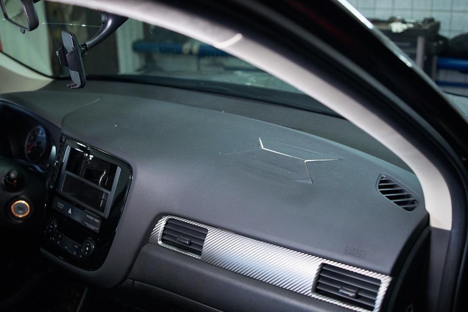 Mitsubishi Outlander. Повреждения после срабатывания подушек безопасности.
