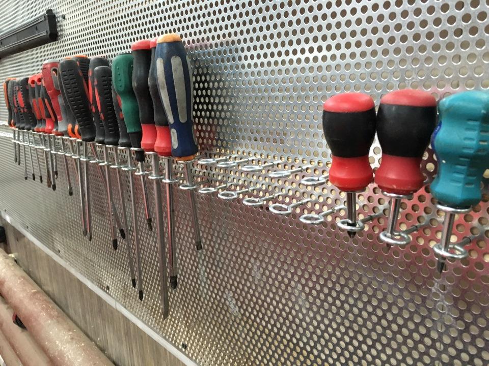 Хранение инструмента в гараже своими руками