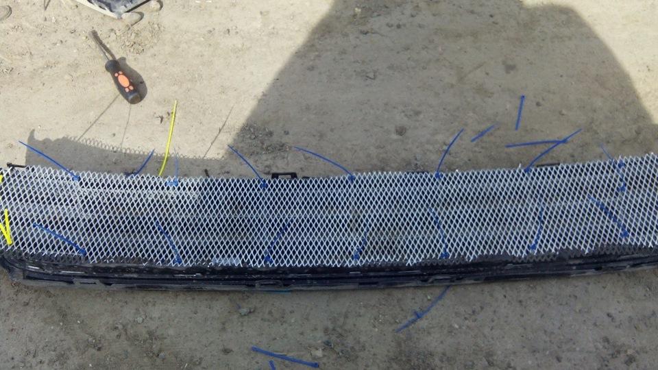 Сетка на радиатор поло седан своими руками