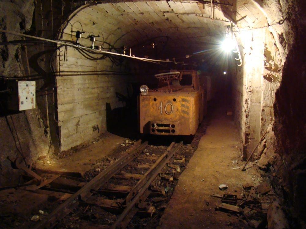 фото подземных электровозов число