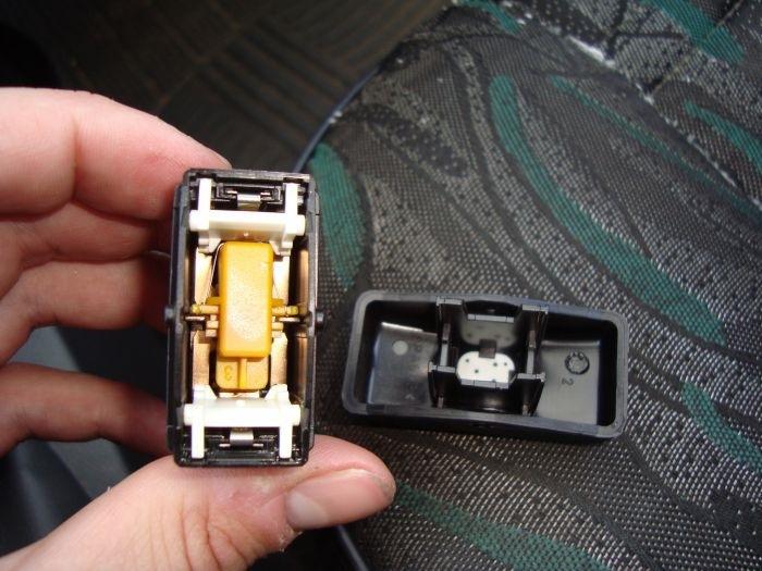 renault sandero замена лампы подсветки кнопок стеклоподъемников