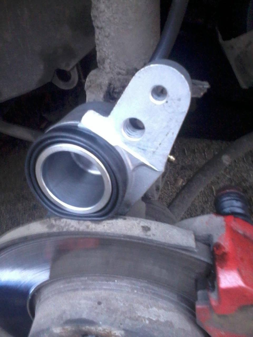 Фото №3 - замена передних тормозных цилиндров ВАЗ 2110