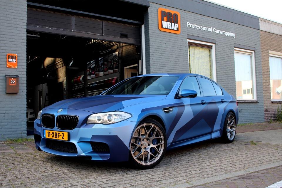 машины синего цвета