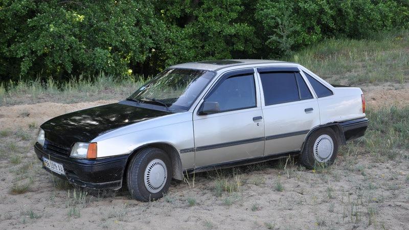 Opel kadett 1 3nb sedan drive2 for Opel kadett e interieur