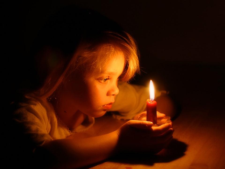 Картинки девушка со свечой анимация