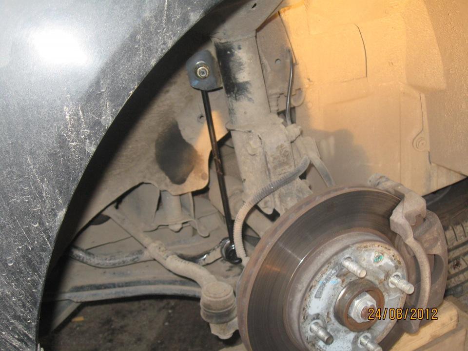 замена втулки переднего стабилизатора на chevrolet tacuma