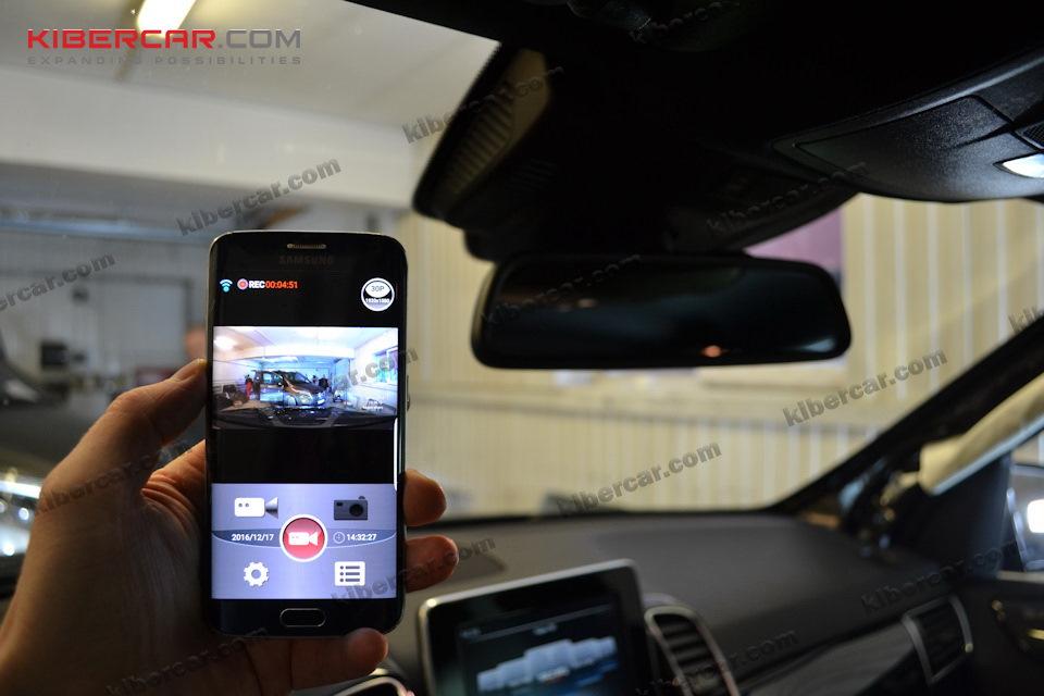 Все настройки и просмотр записанного видео через смартфон! При желании мы можем вывести изображение с видеорегистратора на оригинальный монитор - опционально.