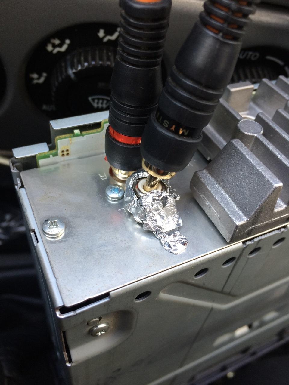 Двигатель фонит в колонках