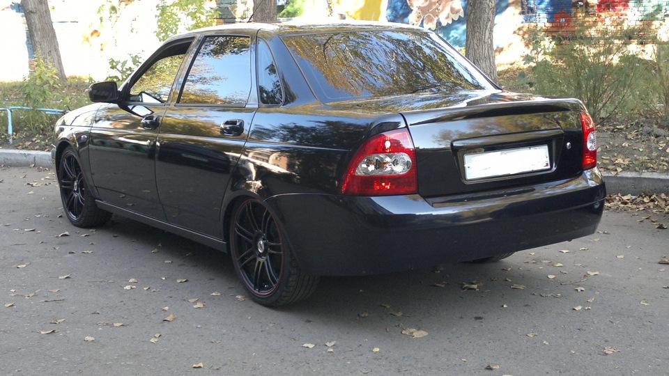 чёрная приора седан
