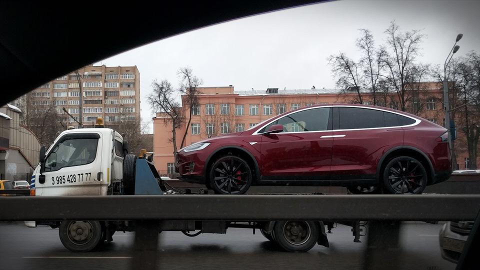 автомобиль тесла уже в мурманске б-портком
