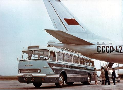 Икарусы в такой шикарной раскраске обслуживали пассажиров венгерской национальной авиакомпании Malev.