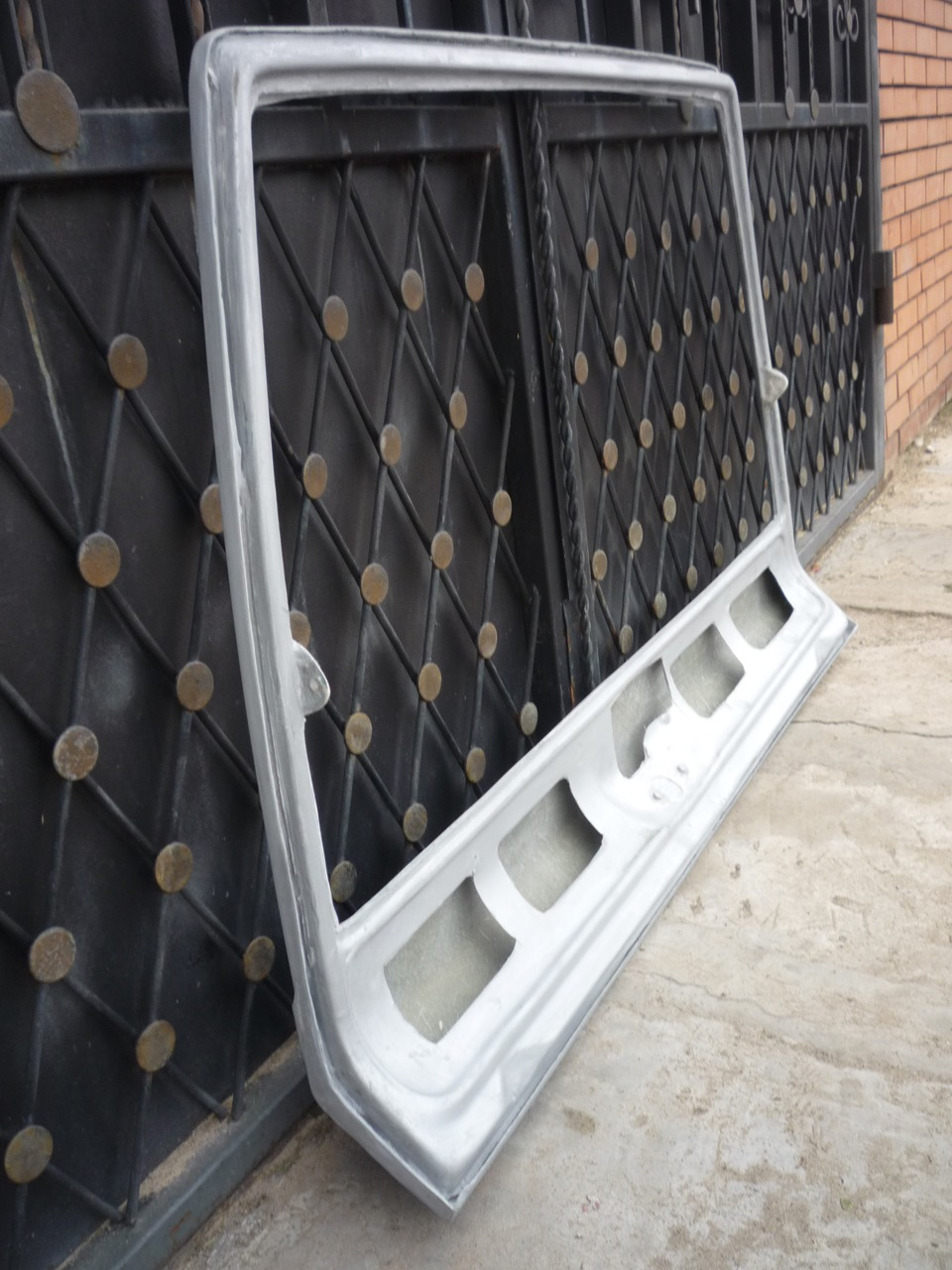 Стекло-пластикова крышка багажника ваз 2114