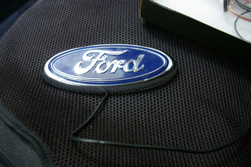 Эмблема форд снять