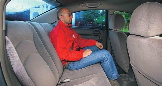 Chrysler Sebring. Велюровый диван отформован под двоих пассажиров