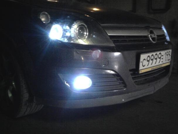установка светодиодных ламп H3 в туманки Opel Astra Gtc Drive2