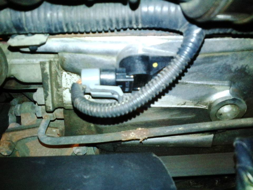 Нива шевроле датчик фазы где находится