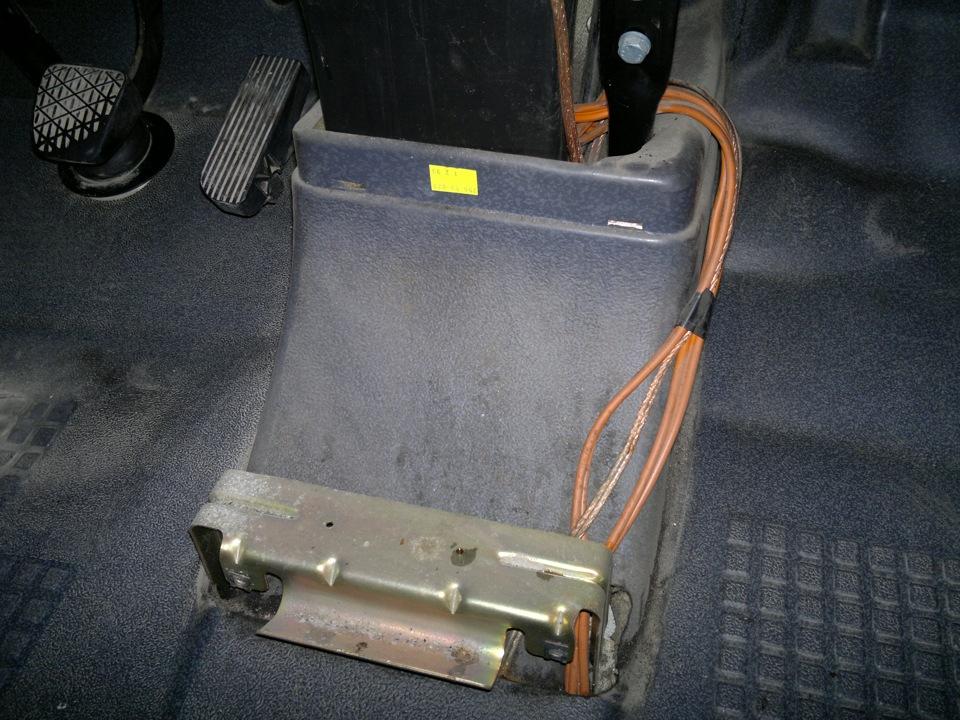 где находится блок резисторов отопителя мерседес вито 638