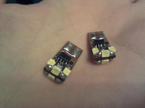 ...тёплый белый Мощность одной лампы 0.5 Вт, 6 светодиодов со стабилизатором тока на LM317.