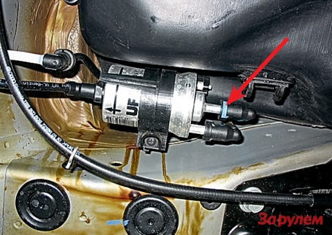 Как заменить топливный фильтр на шкоде октавии