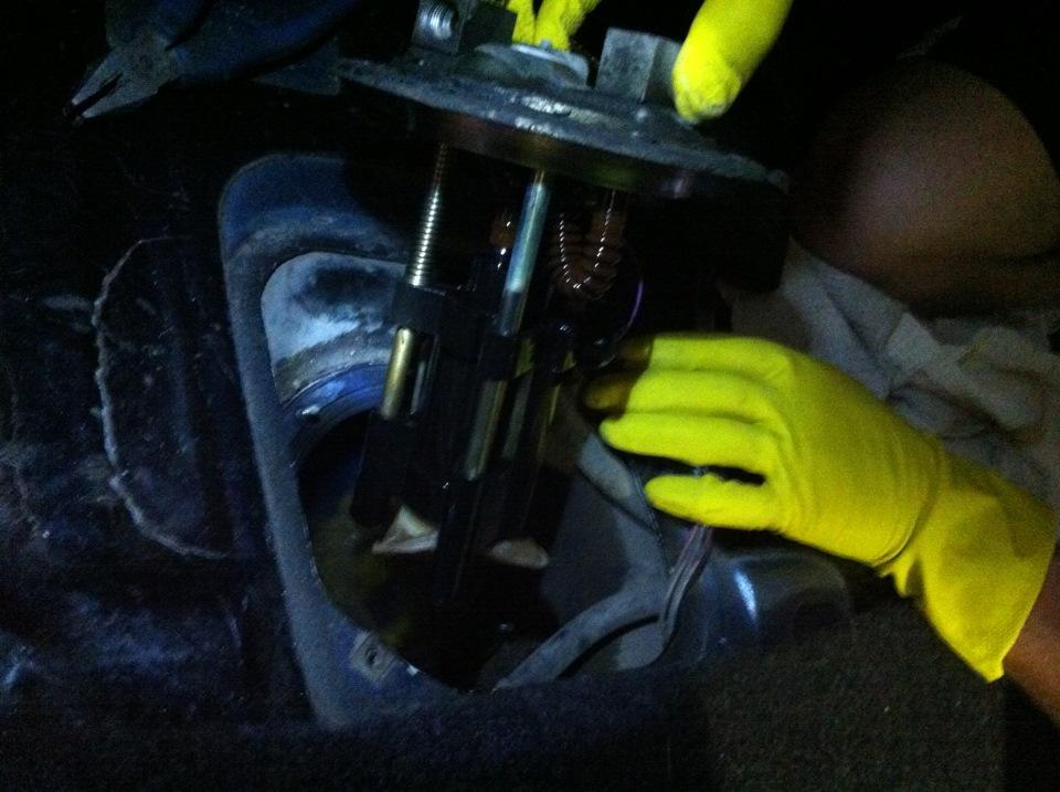 Фото №25 - ВАЗ 2110 замена топливного насоса