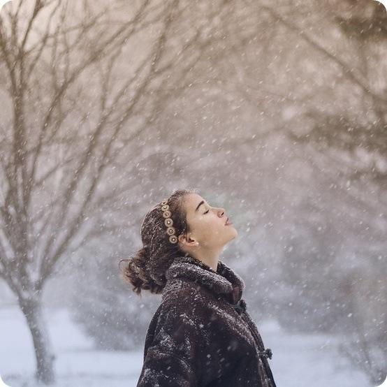Почему когда идет снег становится теплее