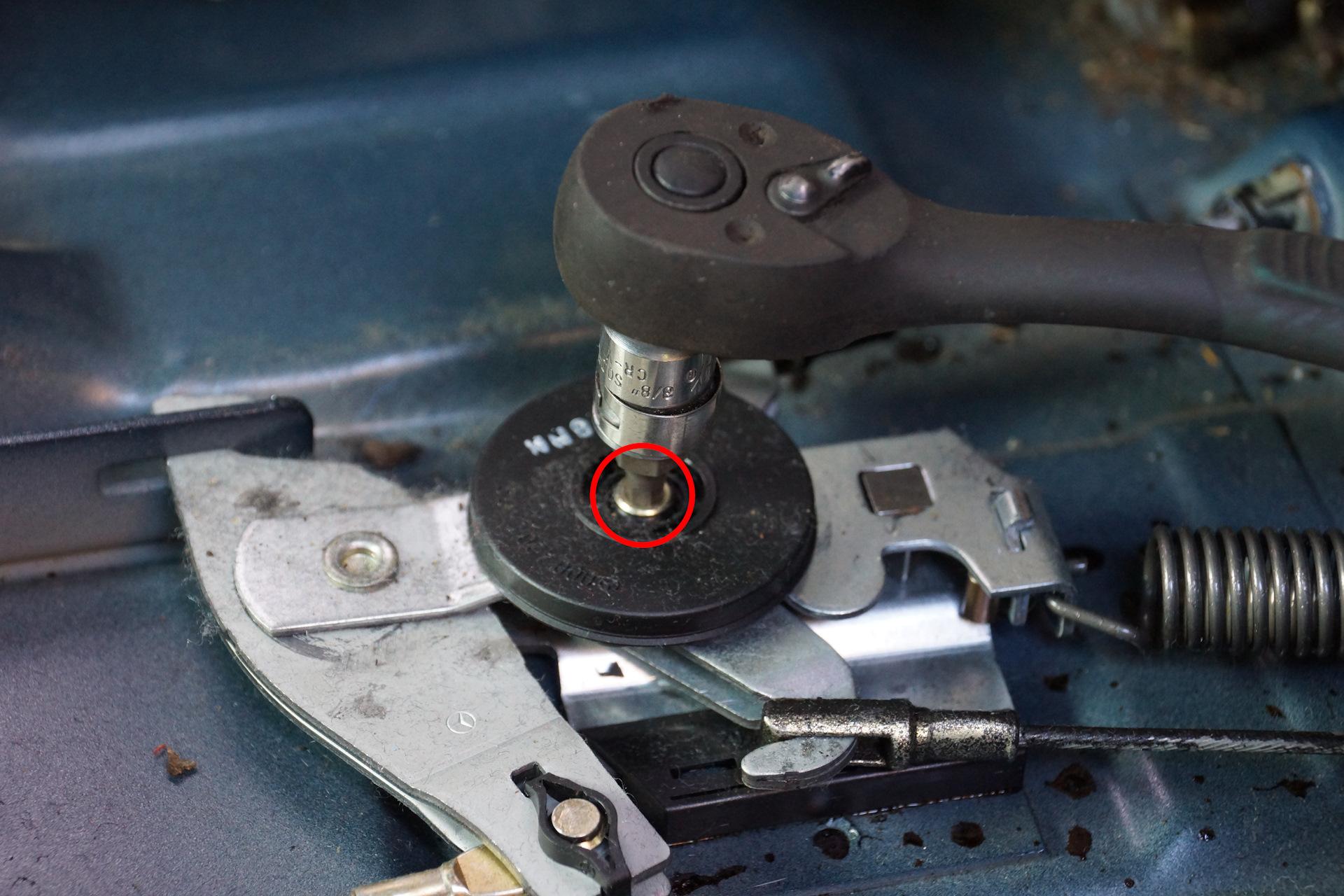 Регулировка троса ручного тормоза w202 Замена тормозных дисков киа оптима