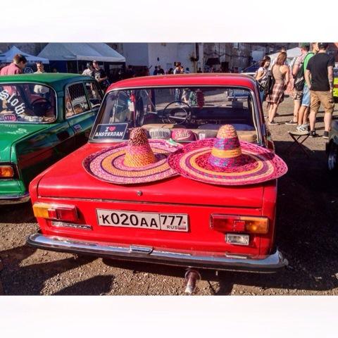 фото машин парень и девочка