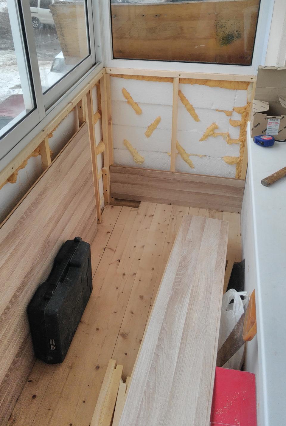 Обшивка балкона пластиковыми панелями 68