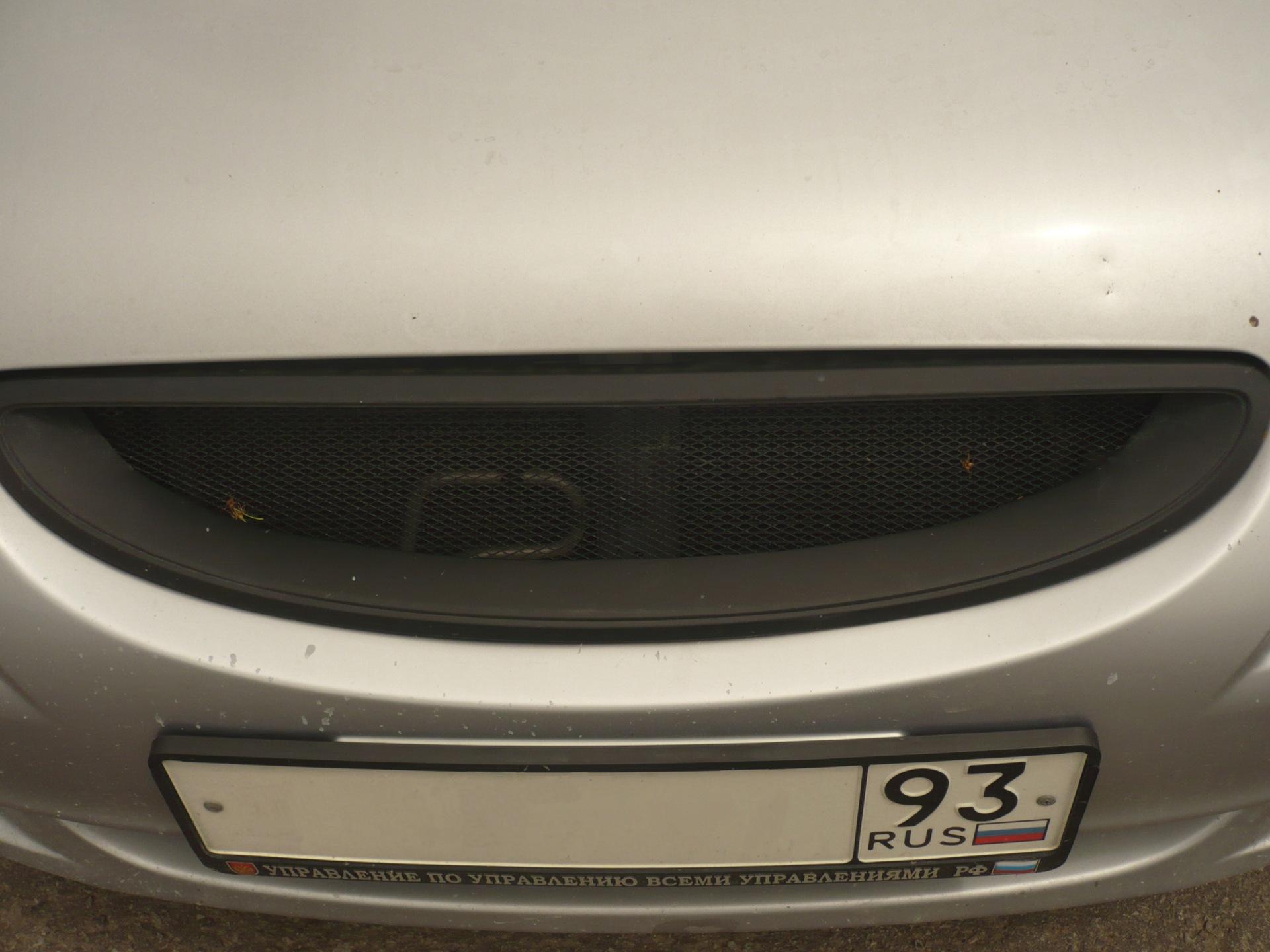 Установка ДХО в решетку радиатора Hyundai Accent