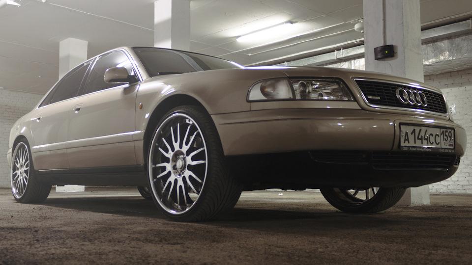 Audi A8 на 22 бежевый металлик Drive2