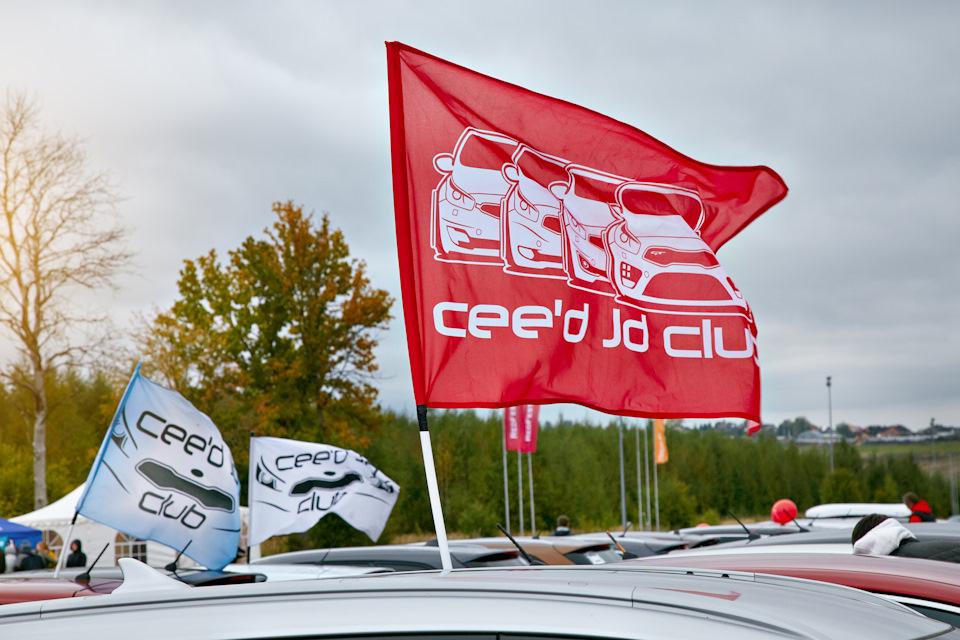 Наши флаги на клубных машиных