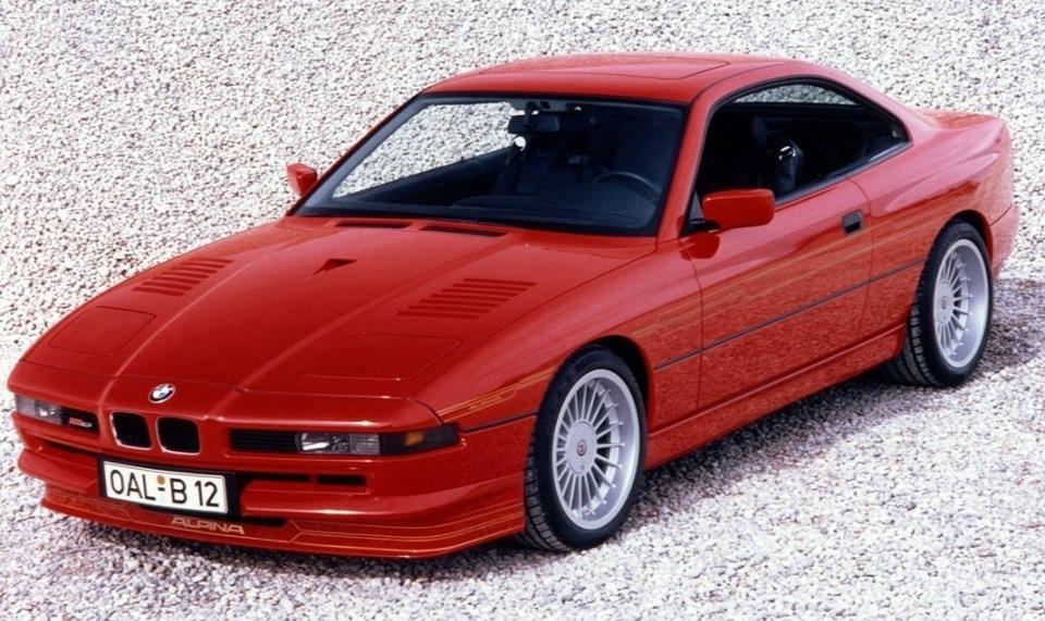 В начале 2000-х это фото красной B12 5.7 Coupe довольно долго было заставкой на моем компьютере