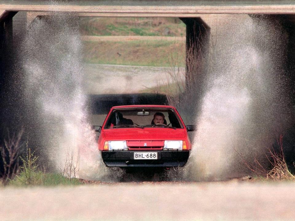 В тесте журнала представлен автомобиль с т.н. длинным крылом. Надеюсь, пользователи простят мне добавление короткокрылышей