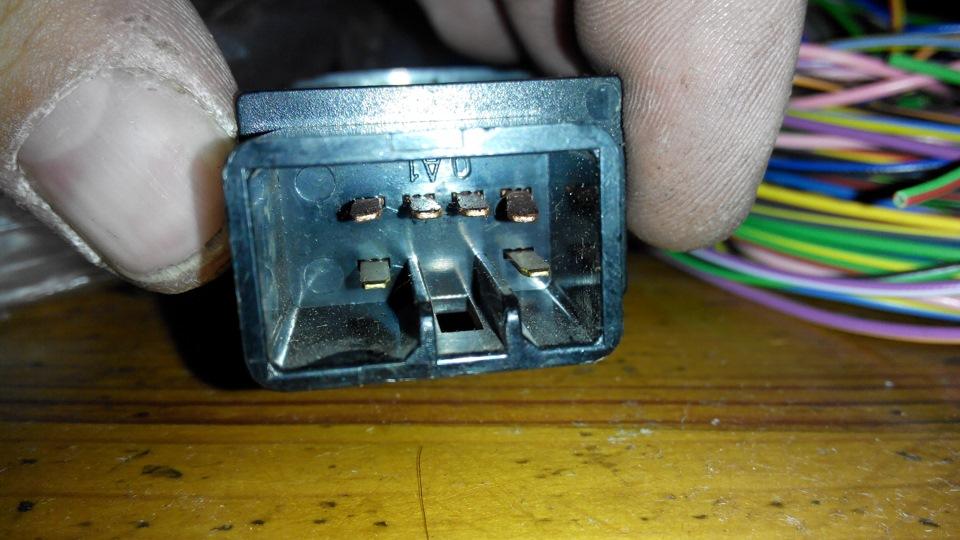 провода были скручены в пучек