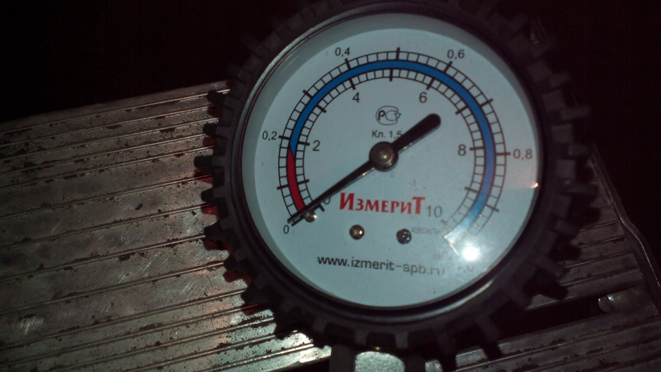 Манометр для замера давления масла в двигателе